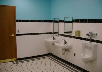 Hazelton - HES ~ Elementary - Interior boys bathroom